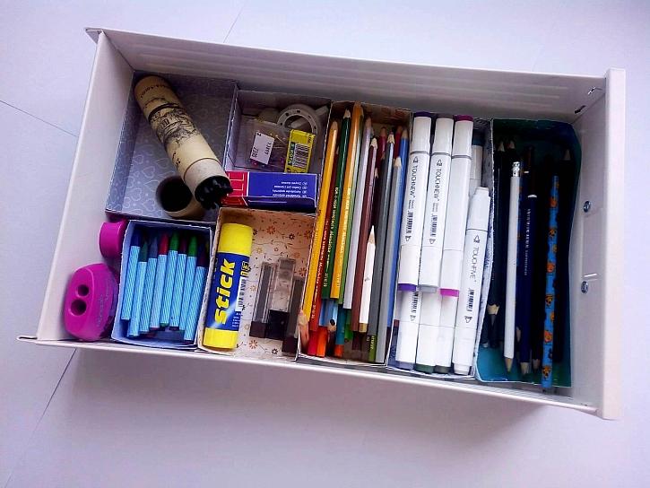 Pořádek v zásuvce bude díky přehlednému organizéru pokaždé, když zásuvku otevřeme (Zdroj: Adriana Dosedělová)