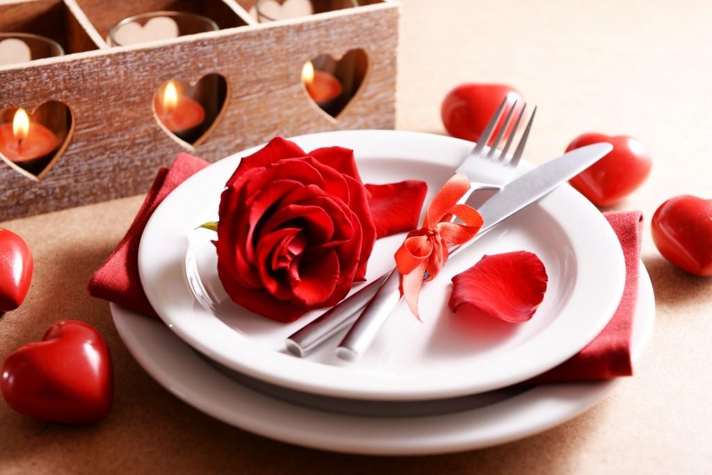 Inspirace na valentýnské slavnostní prostírání a recept na sladké muffiny