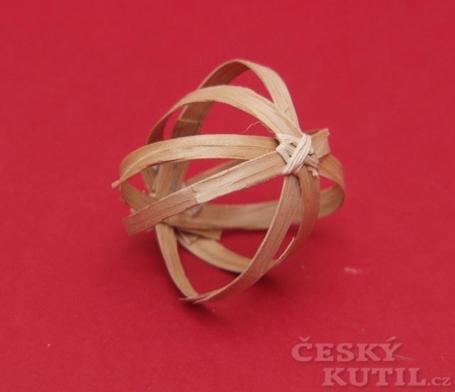 Návod na vánoční ozdoby z hoblinek