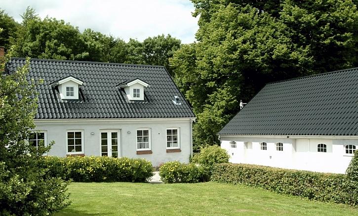 Pravda a mýty o plechových střechách: proč se na střechy hodí právě kvalitní plech?