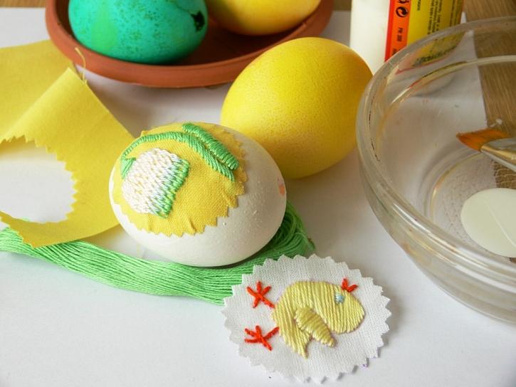 Zdobení velikonočních vajíček – výšivky