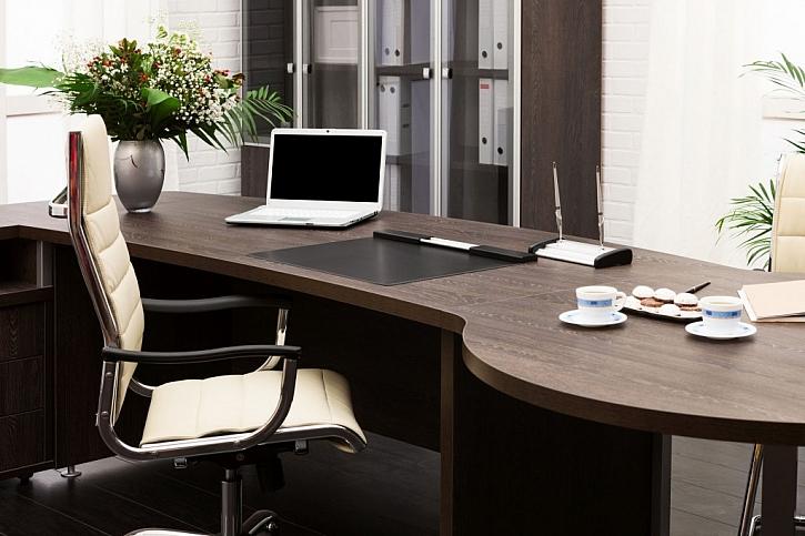 Stůl sloužící i pro občasná jednání musí nutně mít větší rozměry