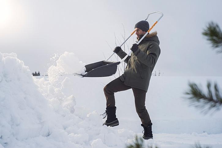 03_lehke_naradi_Fiskars_Action_Garden_SnowXpert_Sledge_1003470 (6)