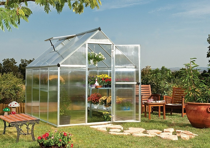 Čím skleník vybavit