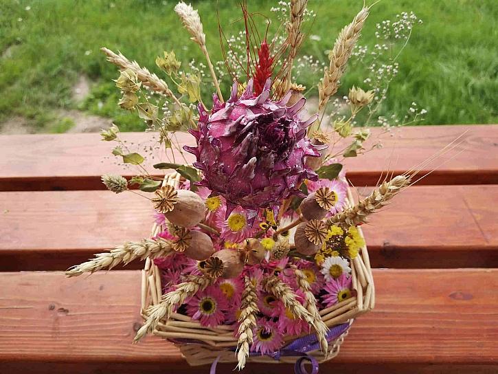 Dekoraci ze sušených rostlin můžete vytvořit z různých rostlin podle vlastního návrhu (Zdroj: Pavlína Wagnerová Málková)