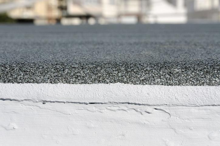 Podlahu na balkoně chrání před vlhkostí hydroizolace