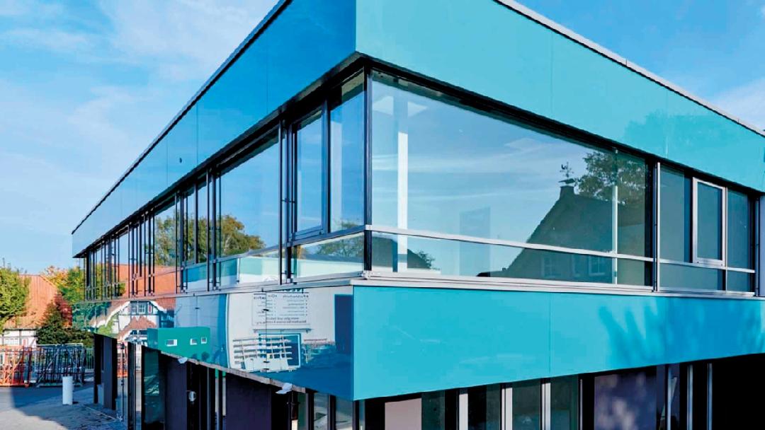 Designová lahůdka v zateplovacích systémech - sklo jako finální povrch