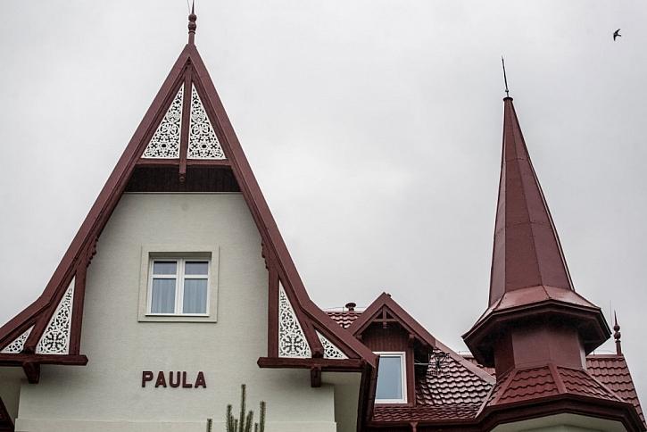 Dominantou Vily Paula je vysoká věžička
