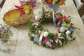 Velikonoční věnec plný barev: Jarní dekorace z buxusu