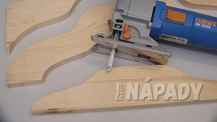DIY stojan na stromek: vyřízneme tvar ramene i otevřené spoj