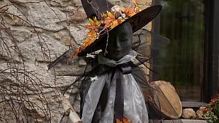 Jak si vyrobit čarodějnickou dekoraci před dům