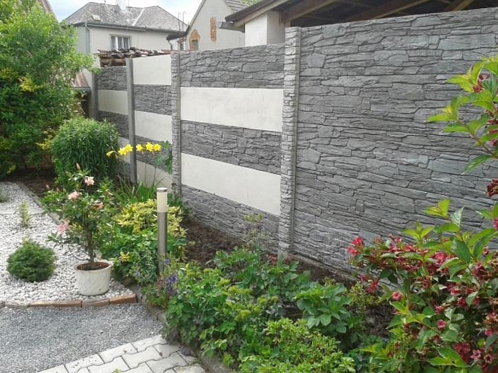 Vlastní království za elegantní zdí vytvoříte pomocí betonového plotového systému (Zdroj: Presbeton)
