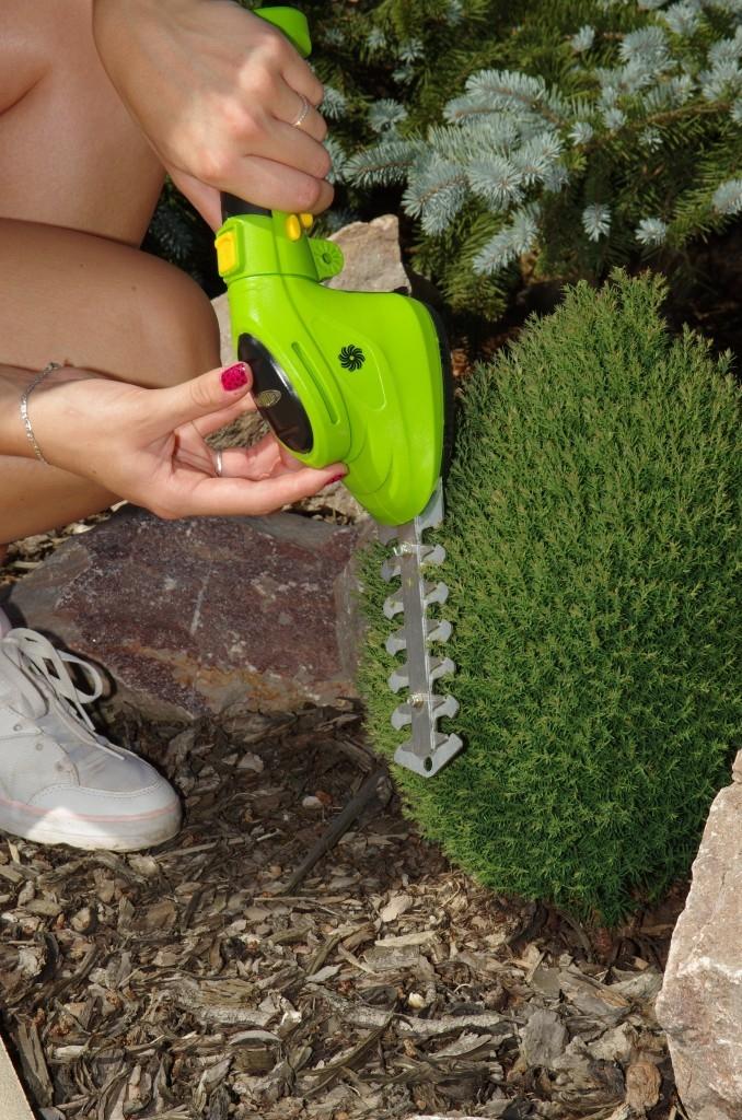 Pro zkrocení zdivočelé zahrady použijte křovinořez Fieldmann!