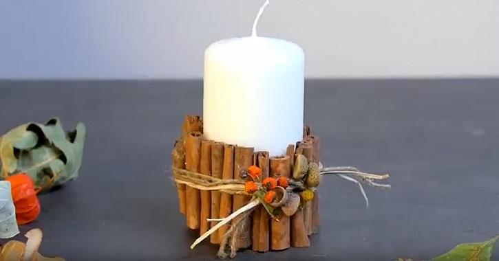 Svíčka s manžetou ze skořice