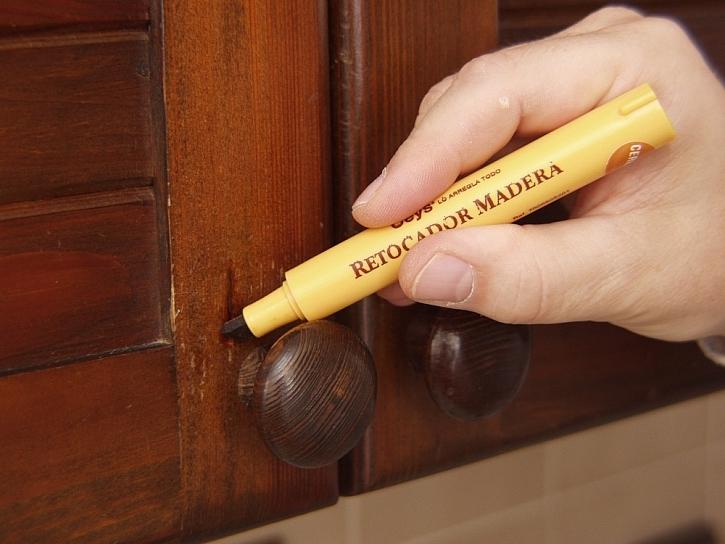 Opravné tužky na nábytek