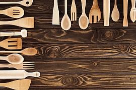 Dřevo do kuchyně zkrátka patří