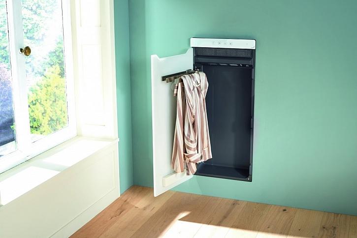 """Elegantní skleněná dvířka se zavíráním """"soft-close"""" za sebou nenápadně skryjí dvě velké osušky, nebo čtyři menší ručníky. Pro vzorný pořádek v koupelně."""
