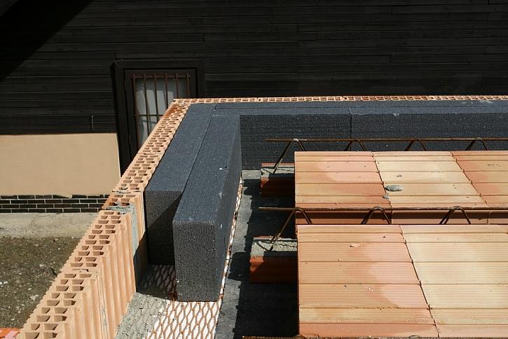 Detail izolace věnce stropu nad 1. NP