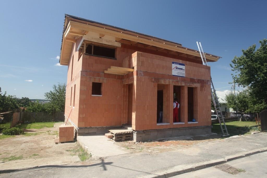 První rodinné domy z cihel POROTHERM T Profi