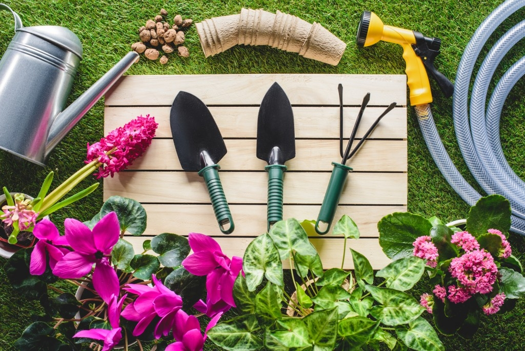Nářadí a nástroje pro naši zahradu