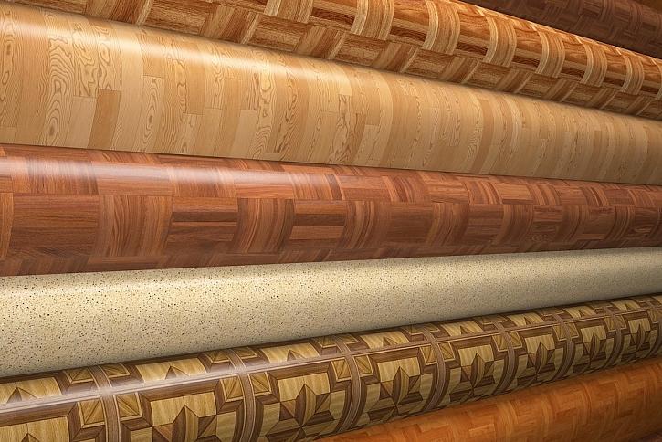 Vinylová podlaha není chemicky nic jiného než PVC (chlór a ropa s přídavkem příměsí a změkčovadel), třetí nejpoužívanější plast na Zemi. Zahříváním podlahovým topením do svého okolí může vinylová podlaha uvolňovat zdraví škodlivé látky.