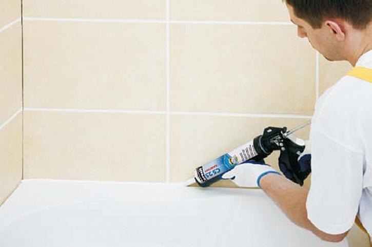 9) Čištění obkladu a nanesení sanitárního silikonu