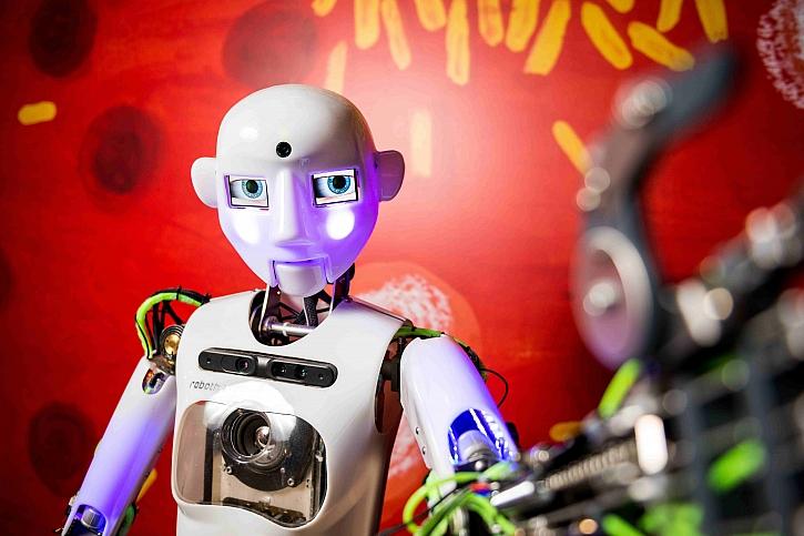 Zveme vás na předávání vysvědčení robotem Thespianem (Zdroj: iQLANDIA)