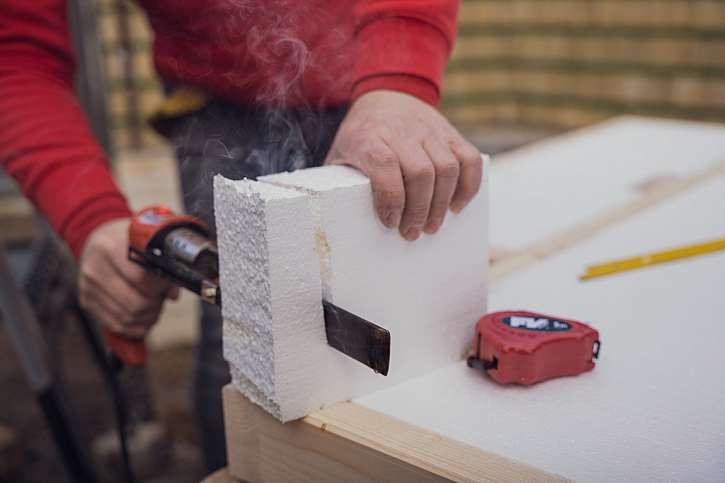 Řezání fasádního polystyrenu