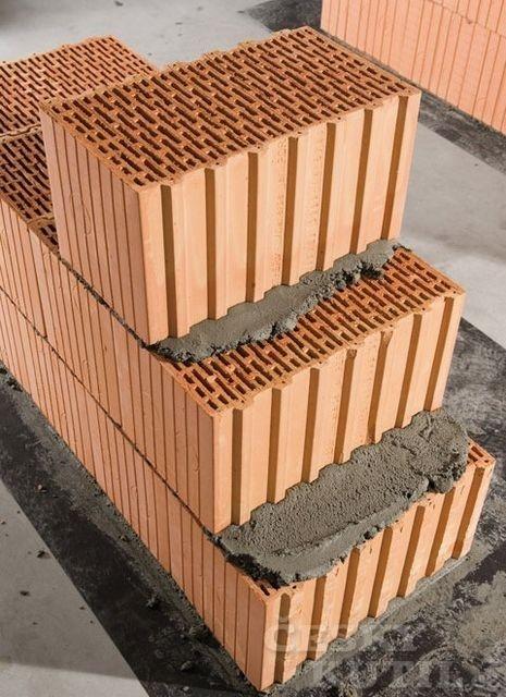 Keramický labyrint o 140 dutinách