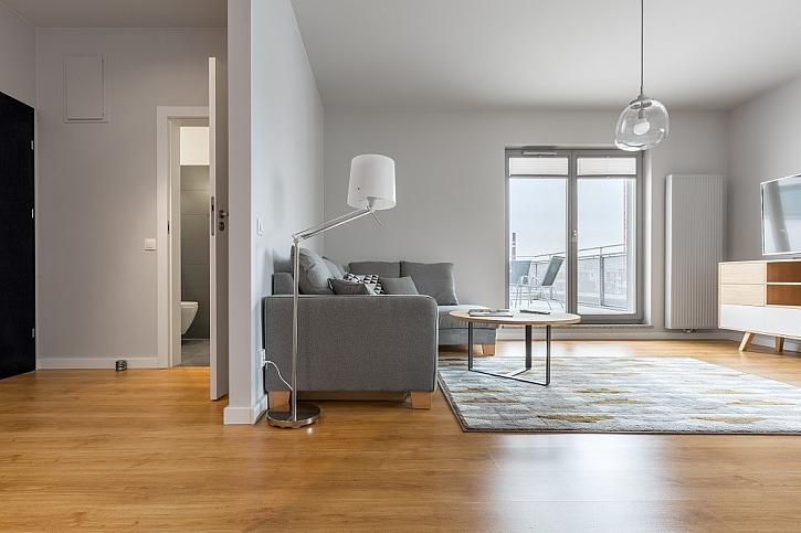 Masivní podlaha je vhodná i do panelového bytu