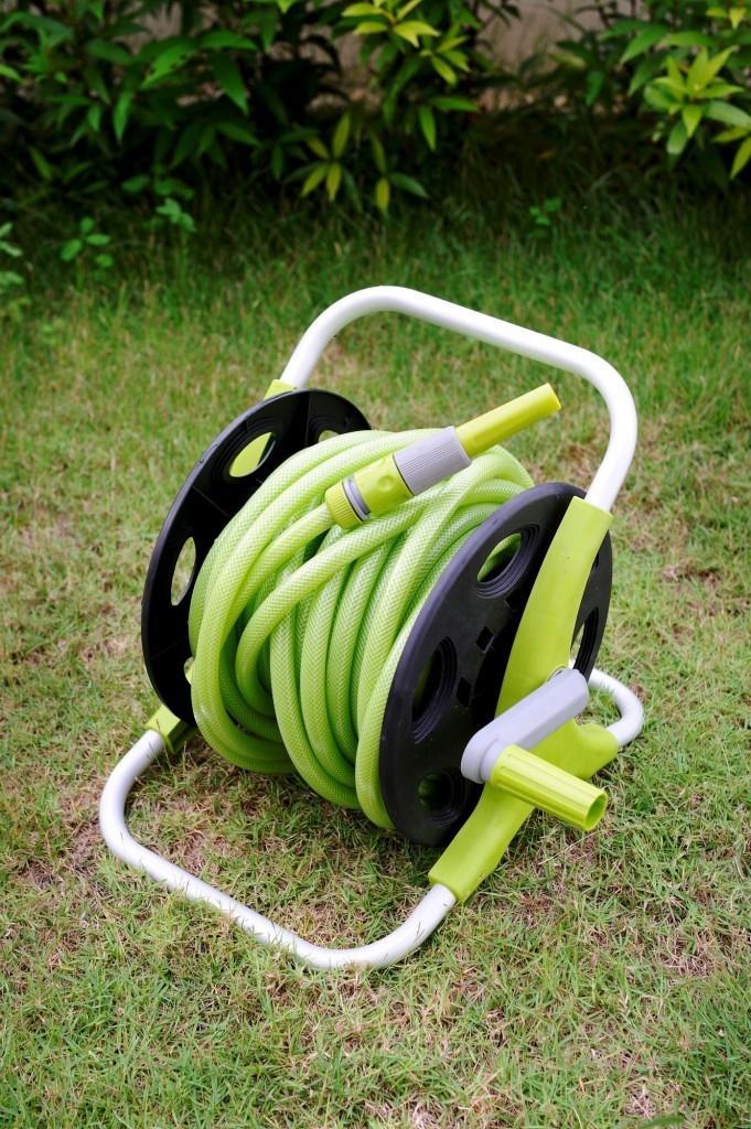 Naviják na hadici. Pohodlné a úsporné řešení pro přepravu hadice