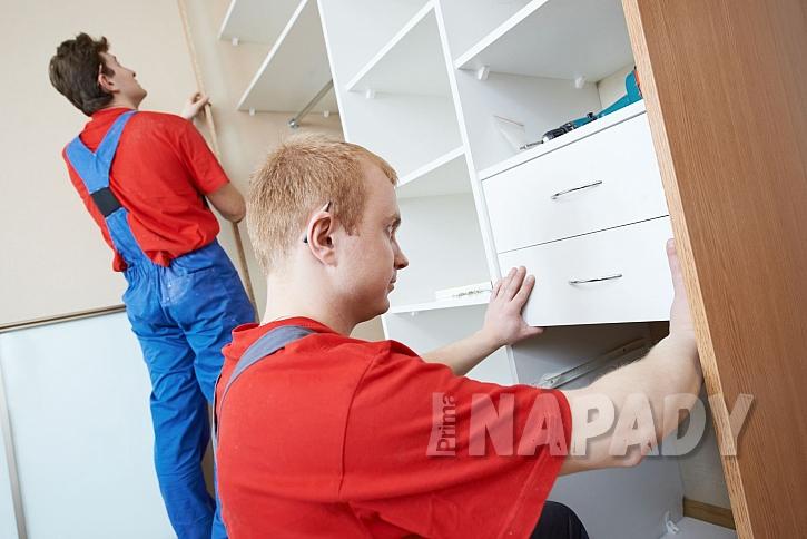 Montáž vestavěné skříně