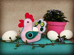 Velikonoční slepička z barevných plstí: Stojánek na vajíčko