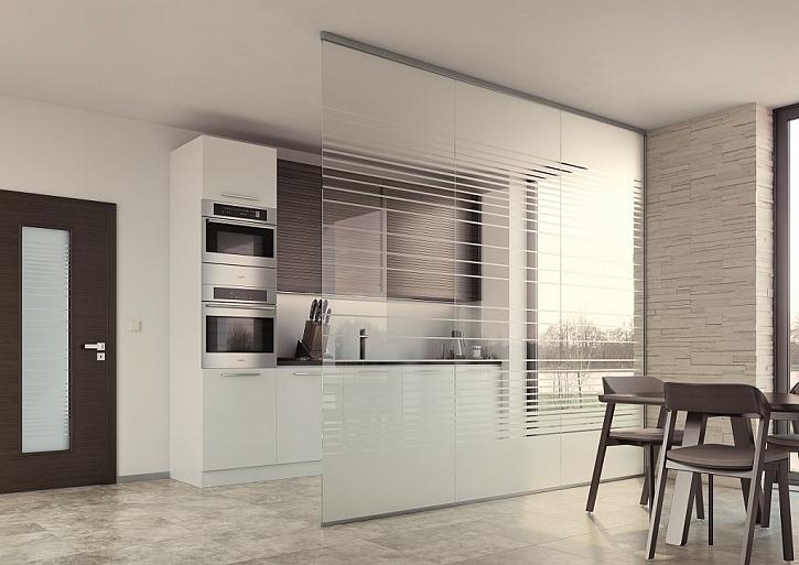 Celoskleněné interiérové stěny to je světlo, lehkost a prostor