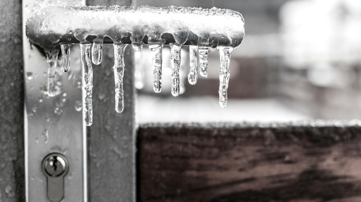 Nepodceňujte zimní údržbu zámků u vchodových dveří
