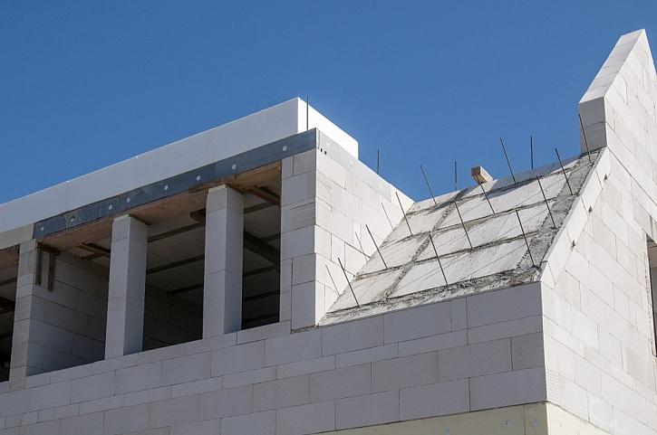 Od sklepa až po střechu
