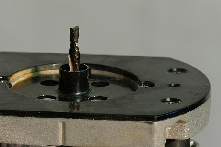 Použít lze také tenkou spirálovou frézu v kombinaci s kopírovacím kroužkem