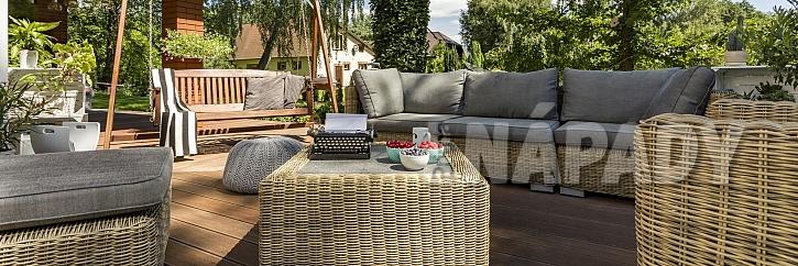 Výběr nábytku pod pergolu (Zdroj: Depositphotos.com)
