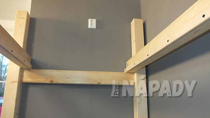 Výroba zvýšeného patra: patro není nutné kotvit ke stěnám