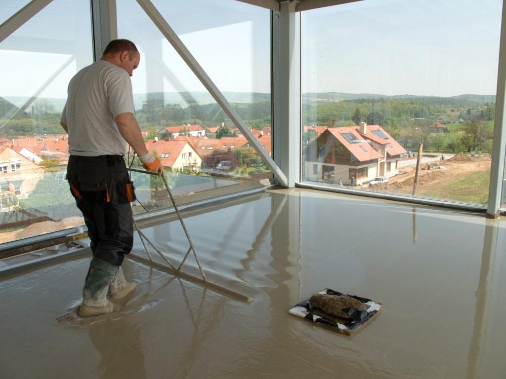 Jak vybrat litý podlahový potěr