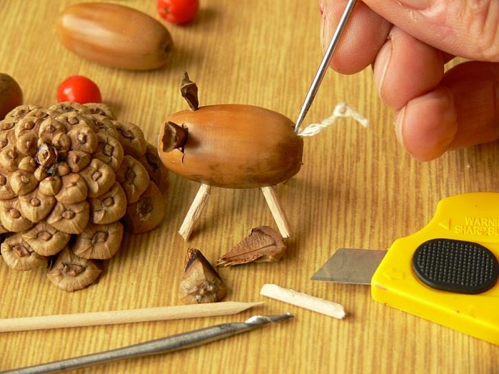 Figurky ze žaludů