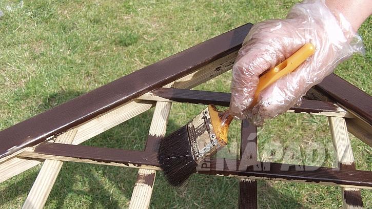Zastřešená pergola: všechny kovové i dřevěné díly natřete barvou