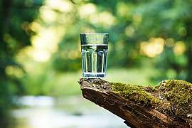 Nechutná vám kohoutková voda? Udělejte z ní super čistou vodu bez chlorového zápachu!