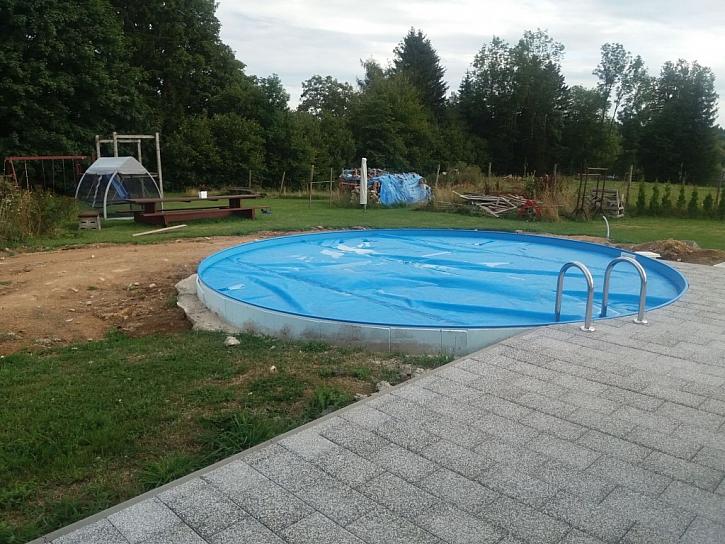 Polyuretanové desky mají využití jako izolace do podlah, střešní či fasádní izolace, ale použít se dají i na izolaci bazénu (Zdroj: Pama)