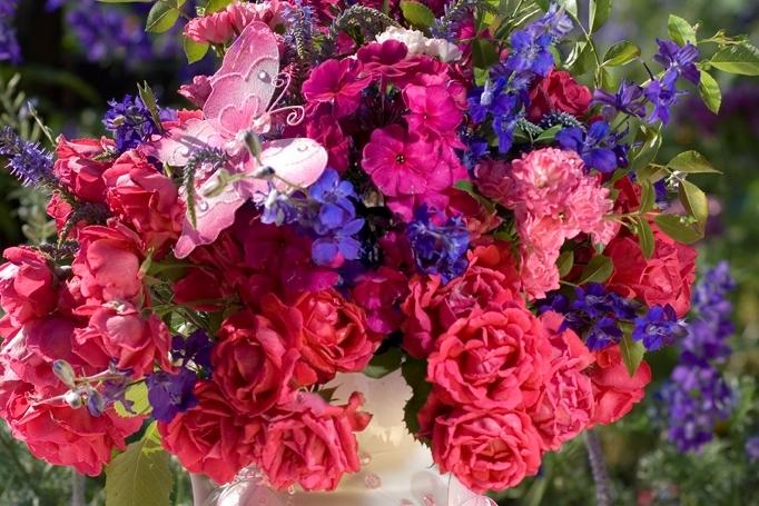 Červencová kytice plná růží: Květy s vůní léta
