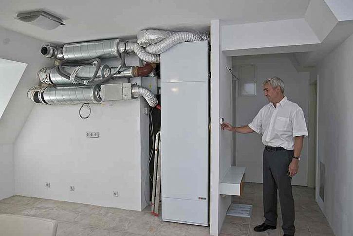 Kompaktní jednotka pro domácí větrání s rekuperací tepla a přípravou teplé vody pomocí tepelného čerpadla