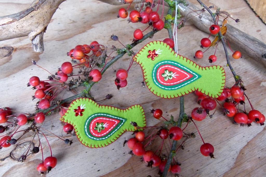 Vyšívaní ptáčci z plsti: Ozdoby na vánoční stromek