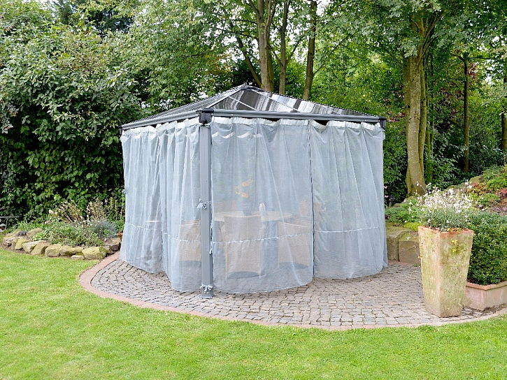 Posezení na zahradě zpříjemní altán