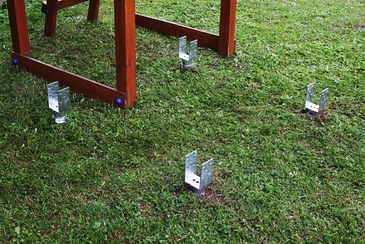 Jak rychle postavit dětem na zahradě klouzačku aneb hrát si může i tatínek