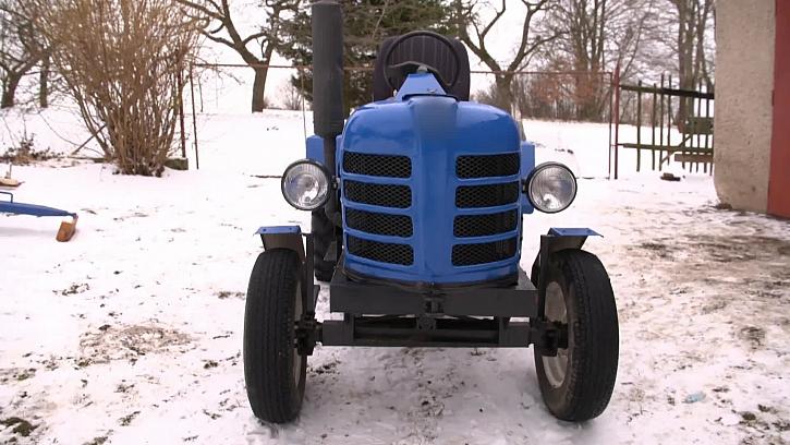 Modrý traktor